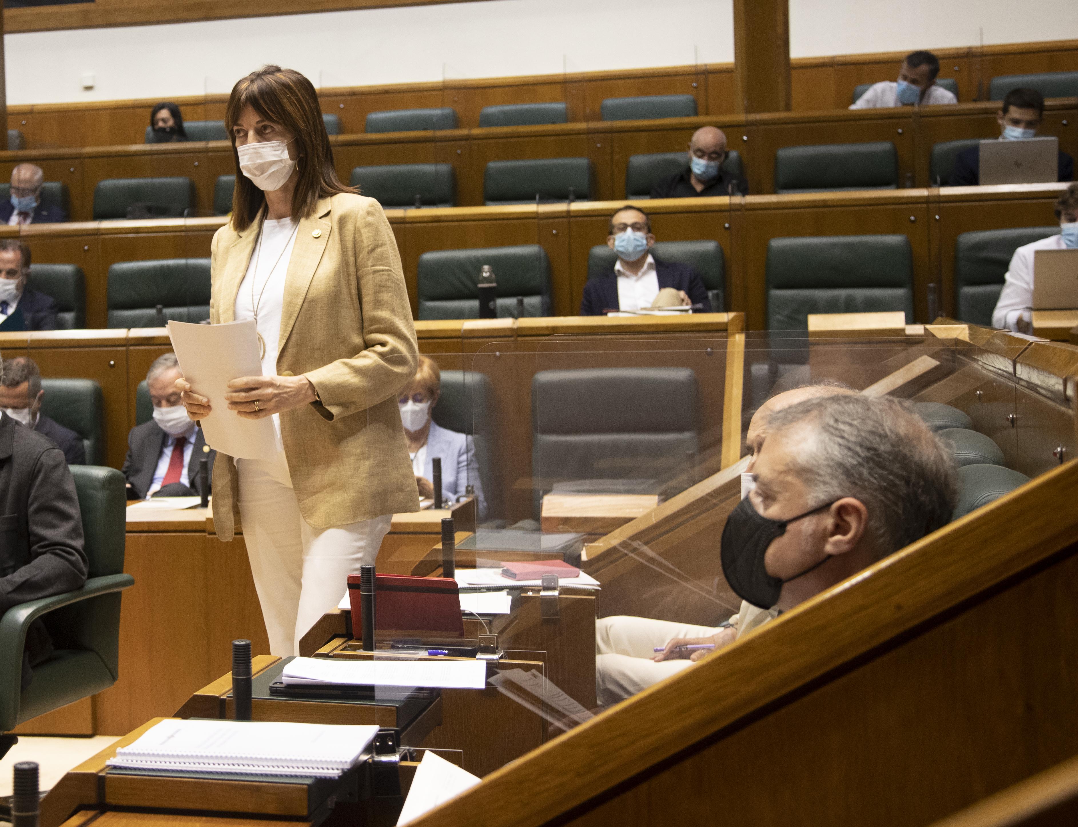 """La Vicelehendakari defiende """"la vocación de concertación y acuerdo"""" para la reconstrucción social y económica de Euskadi  [3:54]"""