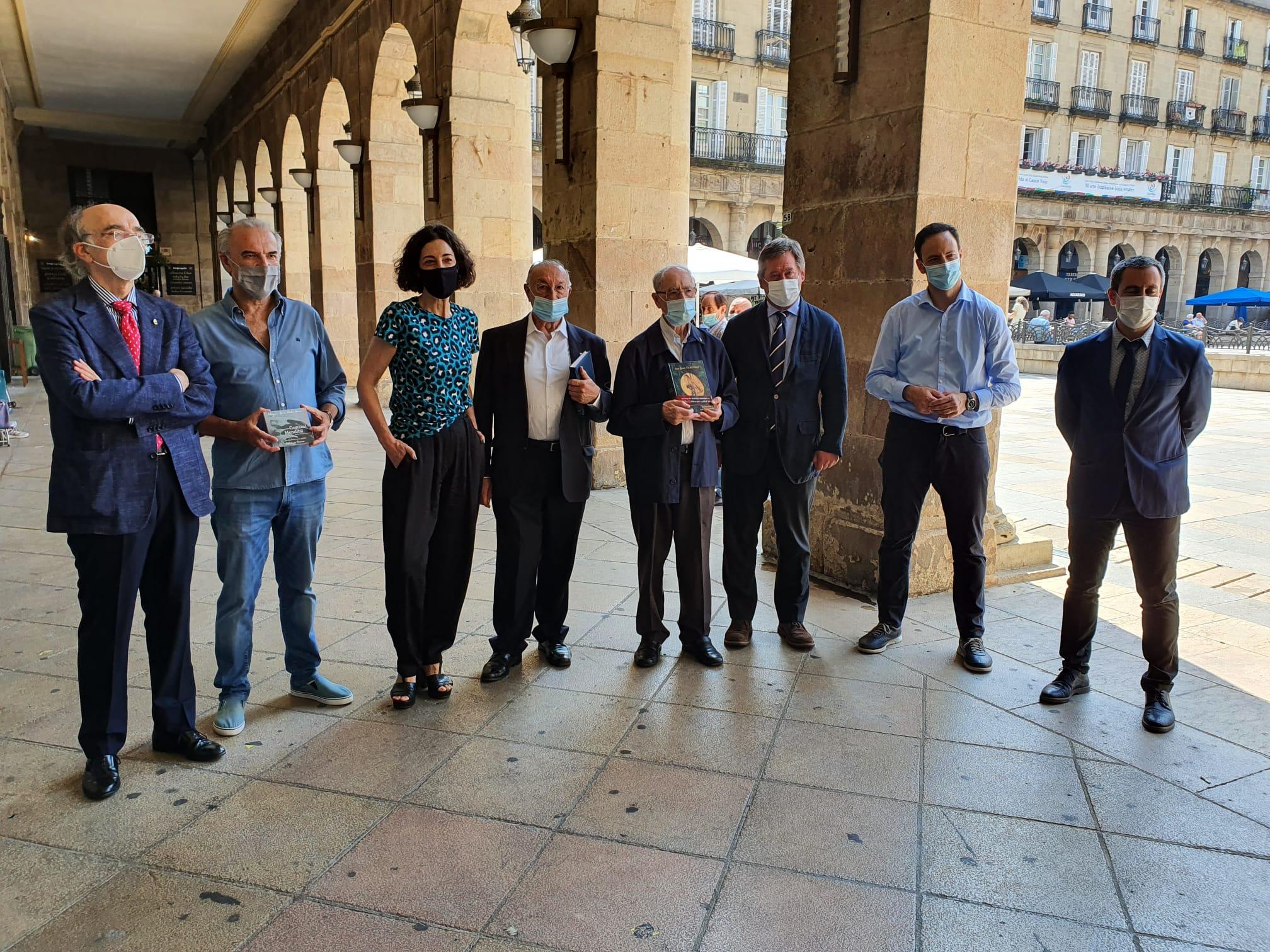Bingen Zupiria participa en la presentación de las obras completas de San Juan de La  Cruz traducidas al euskera por el poeta carmelita Luis Baraiazarra [26:09]