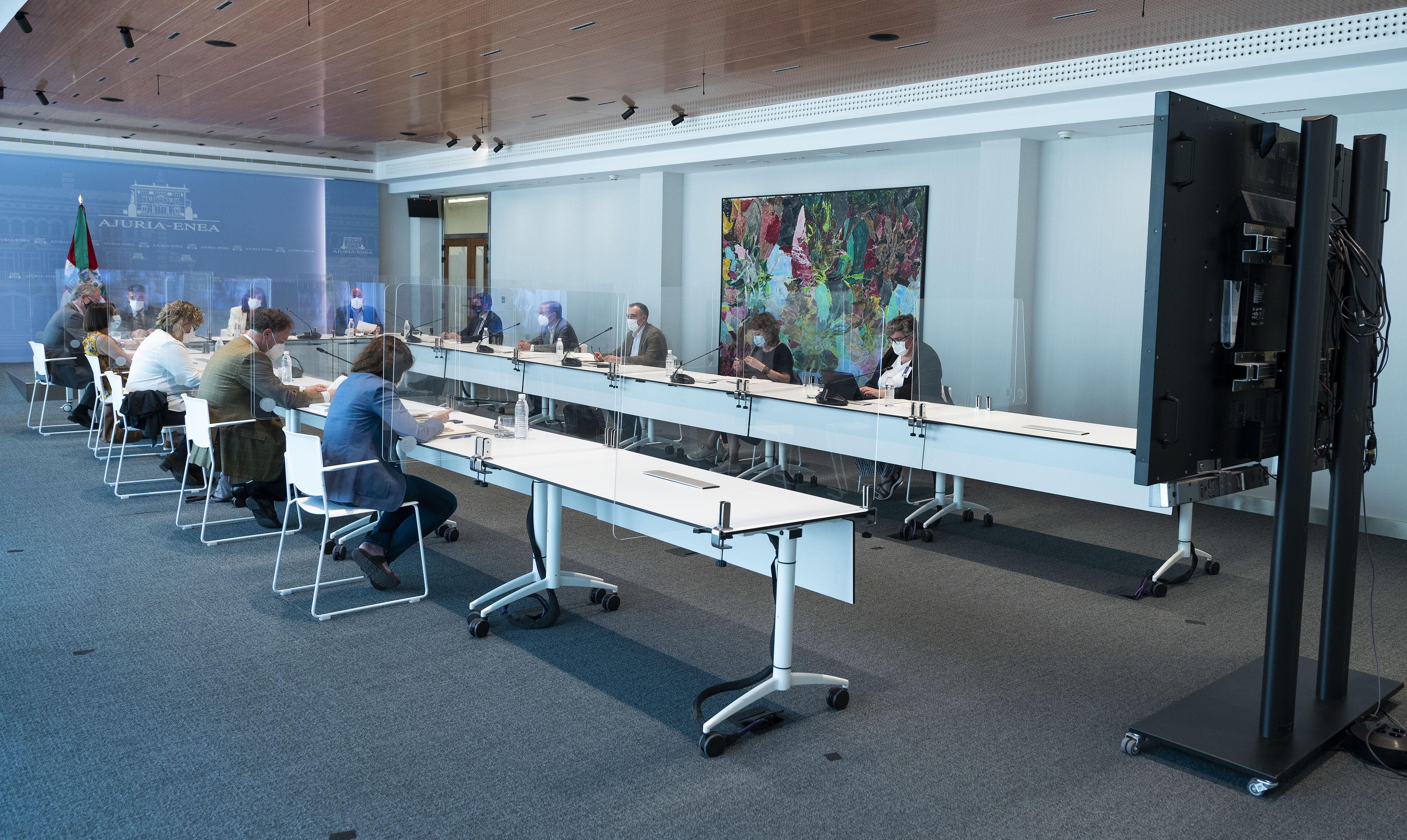 Gobierno Vasco, Diputaciones Forales y EUDEL ponen en común la Estrategia Euskarri para la inclusión sociolaboral de menores y jóvenes en situación vulnerable [1:09]