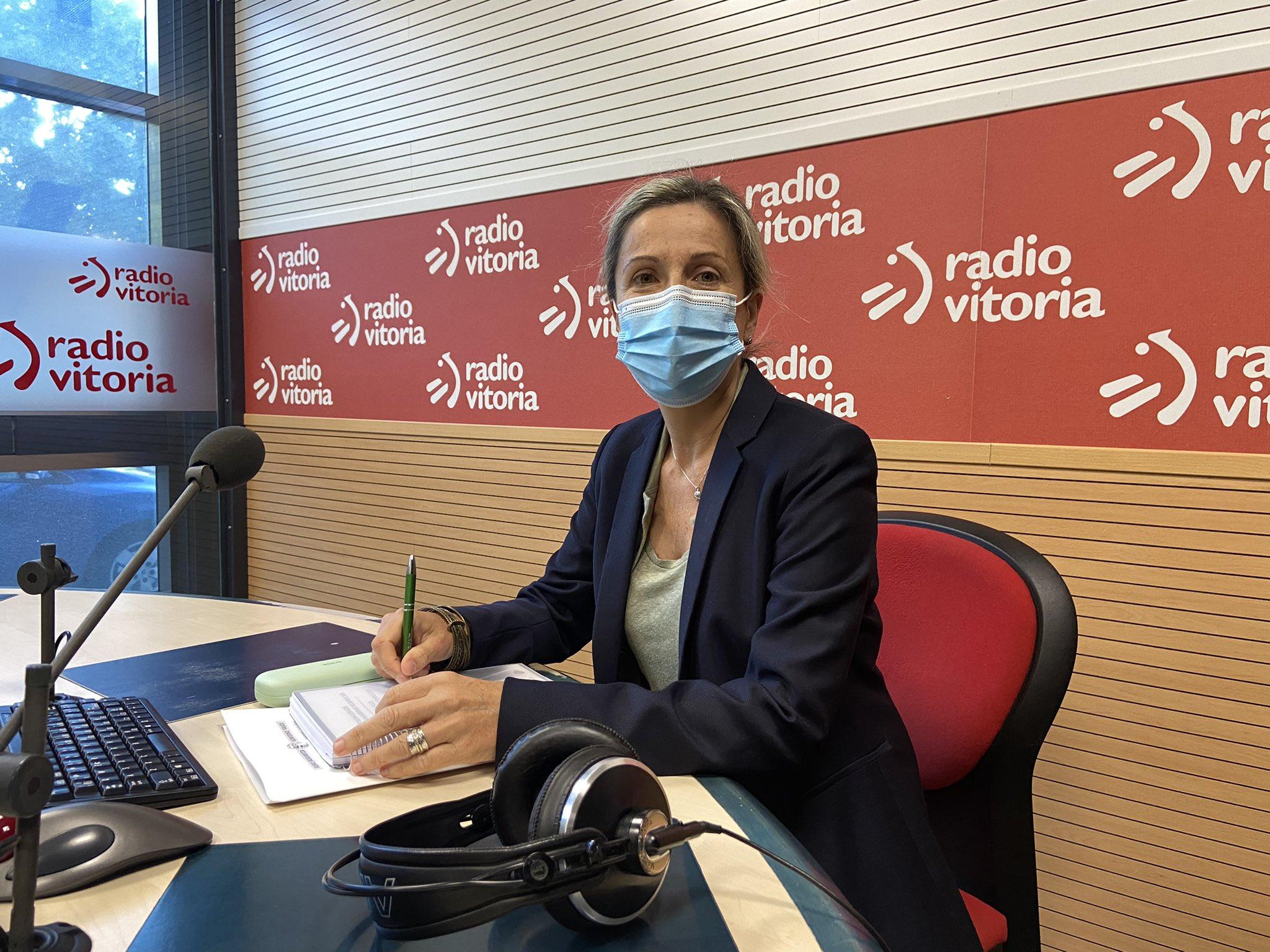Entrevista a Sonia Díaz de Corcuera, Directora de Tráfico, en Radio Vitoria [22:44]
