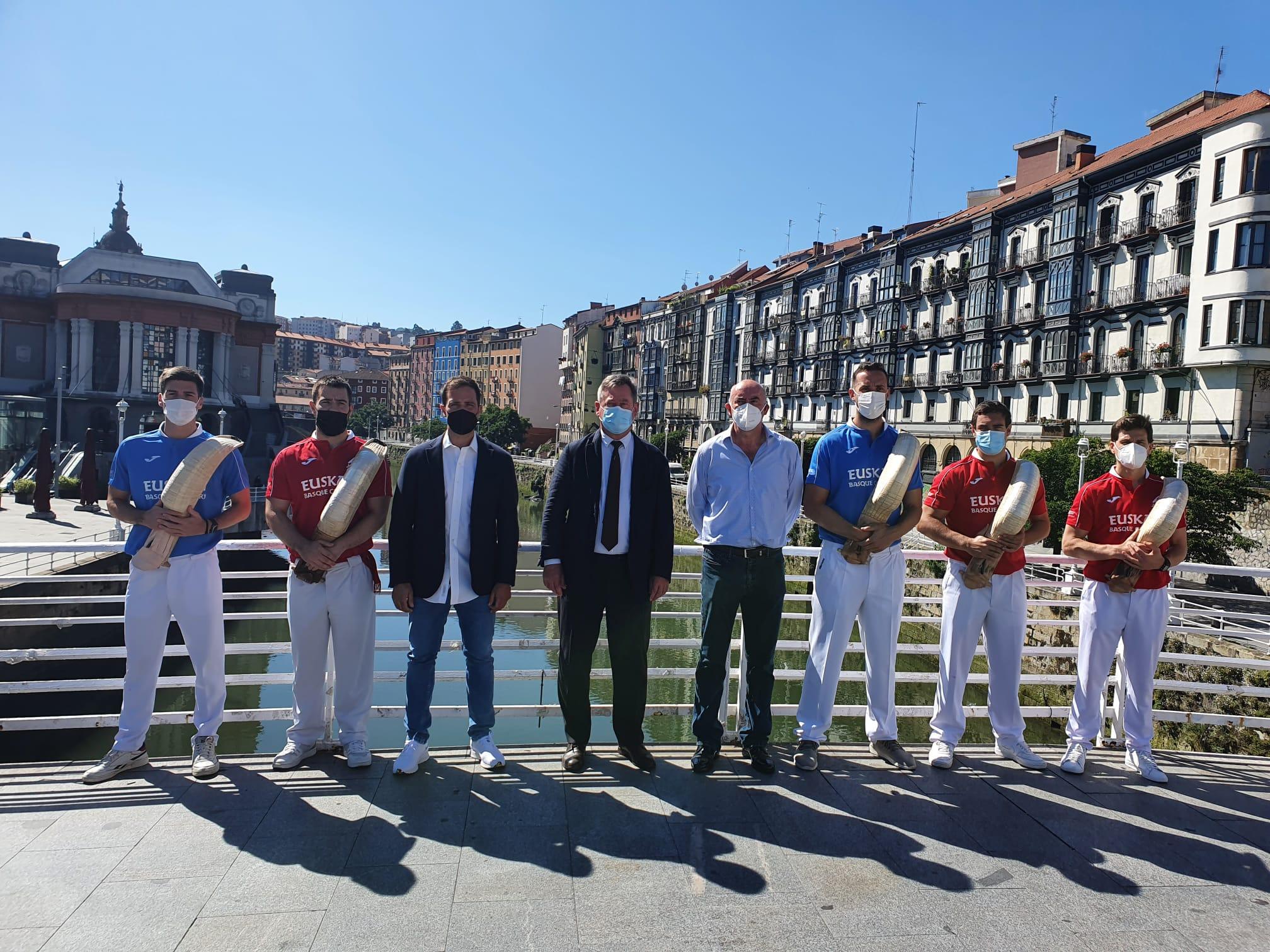 Bingen Zupiria participa en la presentación del Jai Alai World Tour de cesta punta  [13:41]