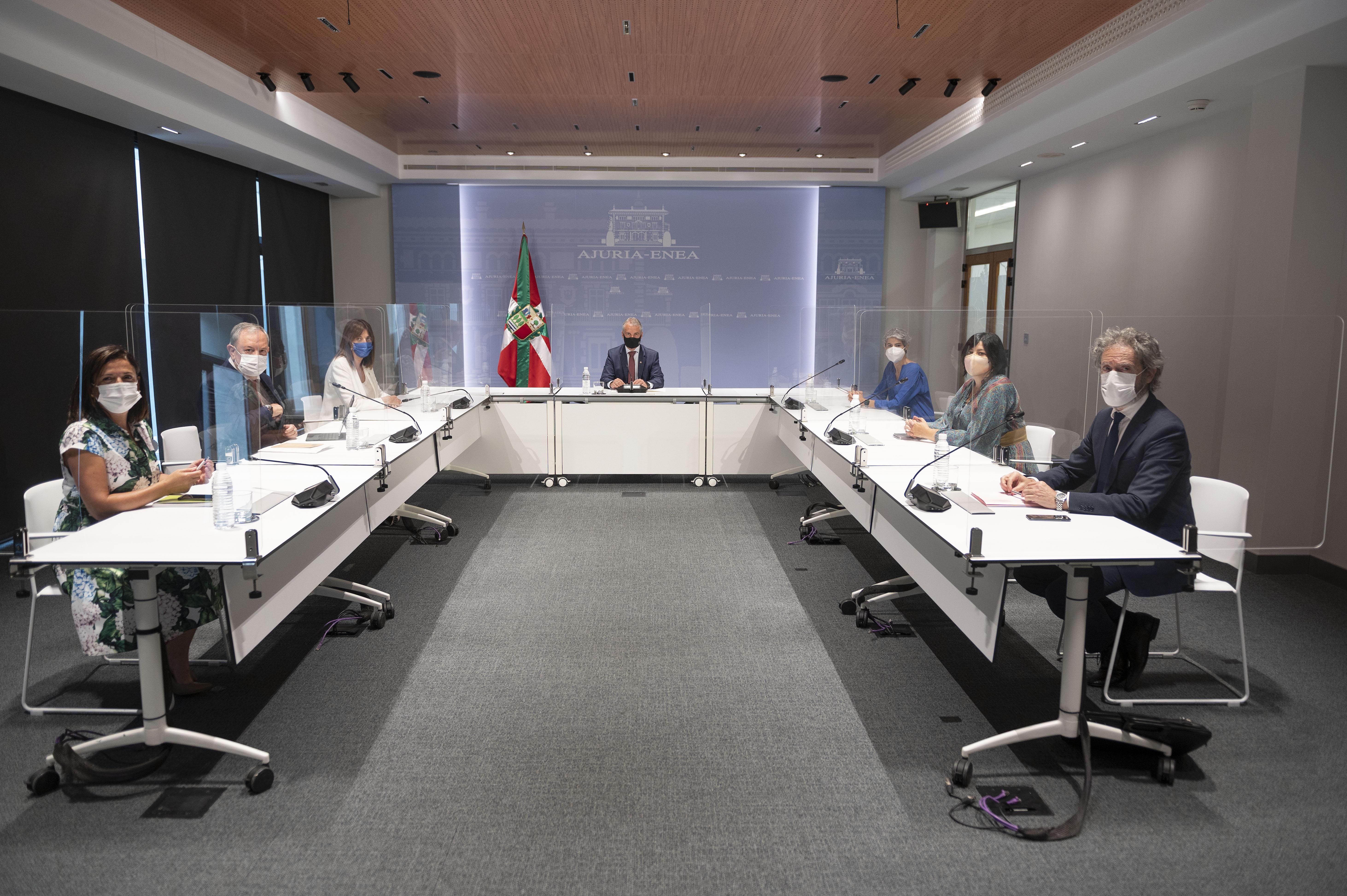 El Lehendakari recibe a responsables del Consejo Económico y Social Vasco-CES [1:13]
