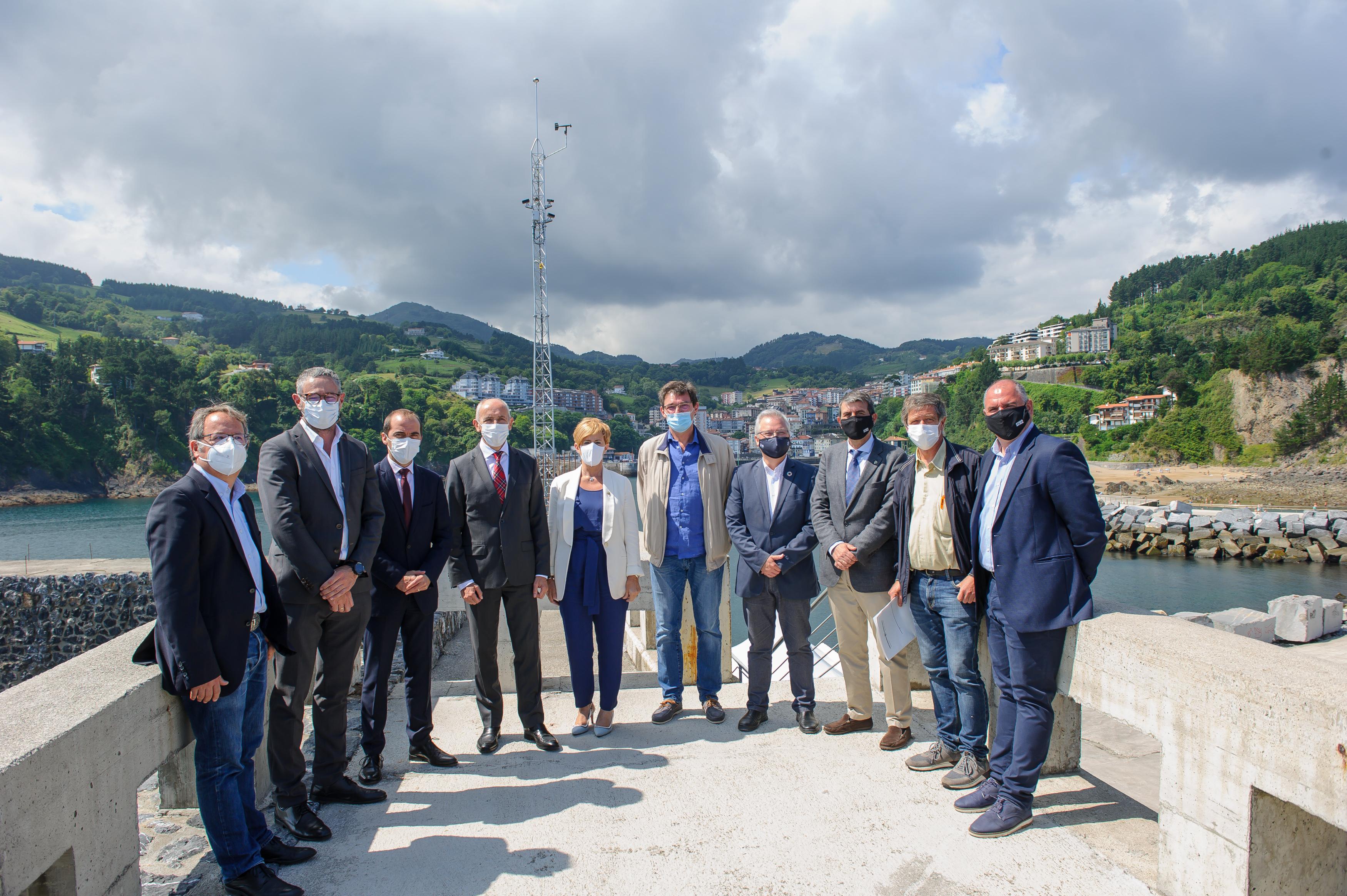 Eusko Jaurlaritzak estazio ozeano-meteorologiko bat instalatu du Mutrikuko portuko kanpoko dikean [16:33]