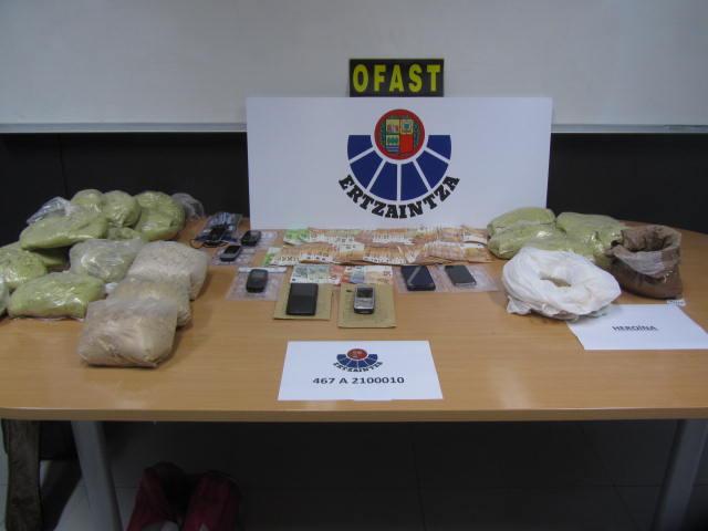 La Ertzaintza desarticula una organización criminal internacional dedicada al tráfico de drogas que operaba desde Bilbao [1:01]
