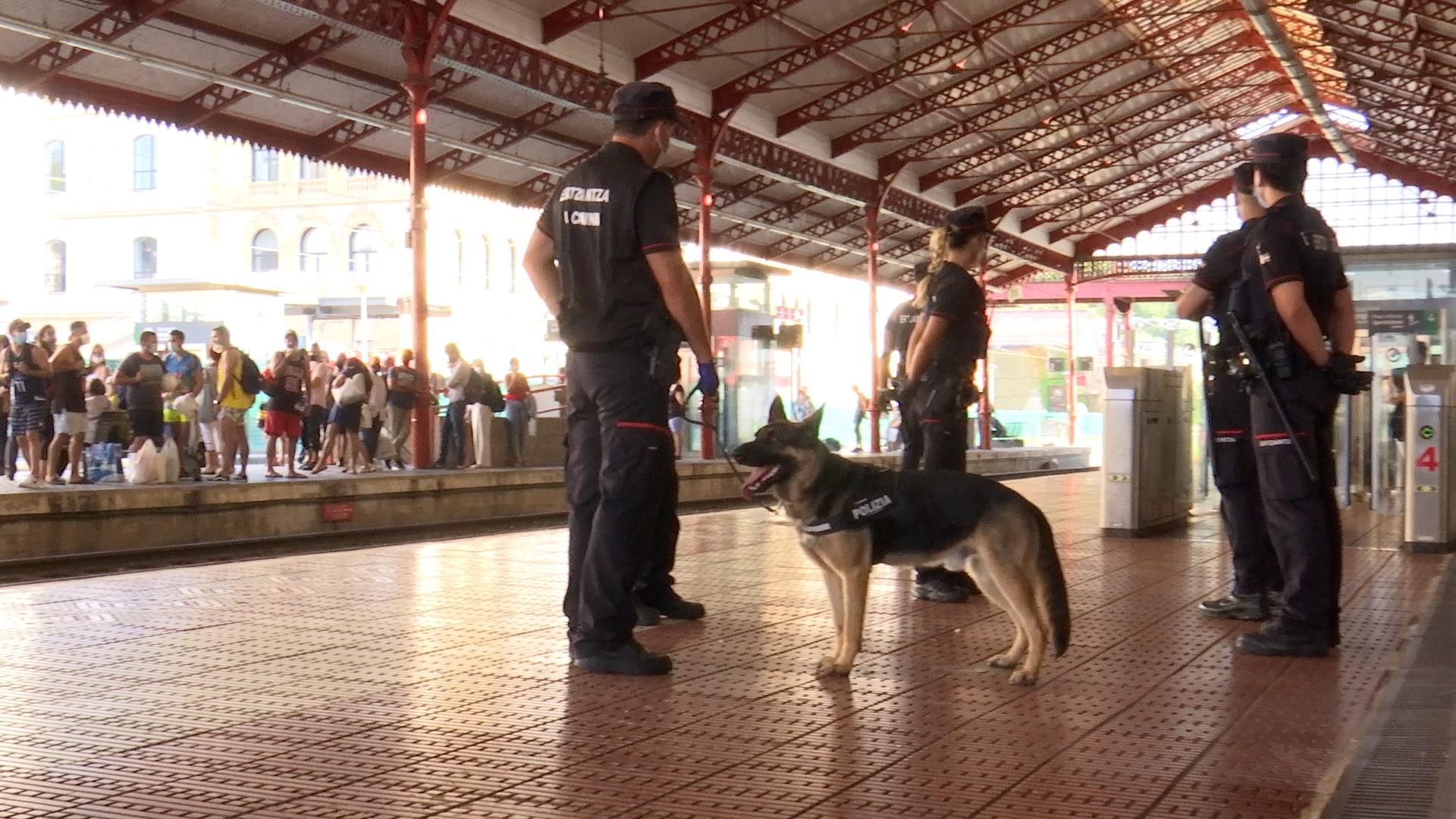 La Ertzaintza aúna esfuerzos en la detección de drogas en las terminales de transporte público de Euskadi [2:21]