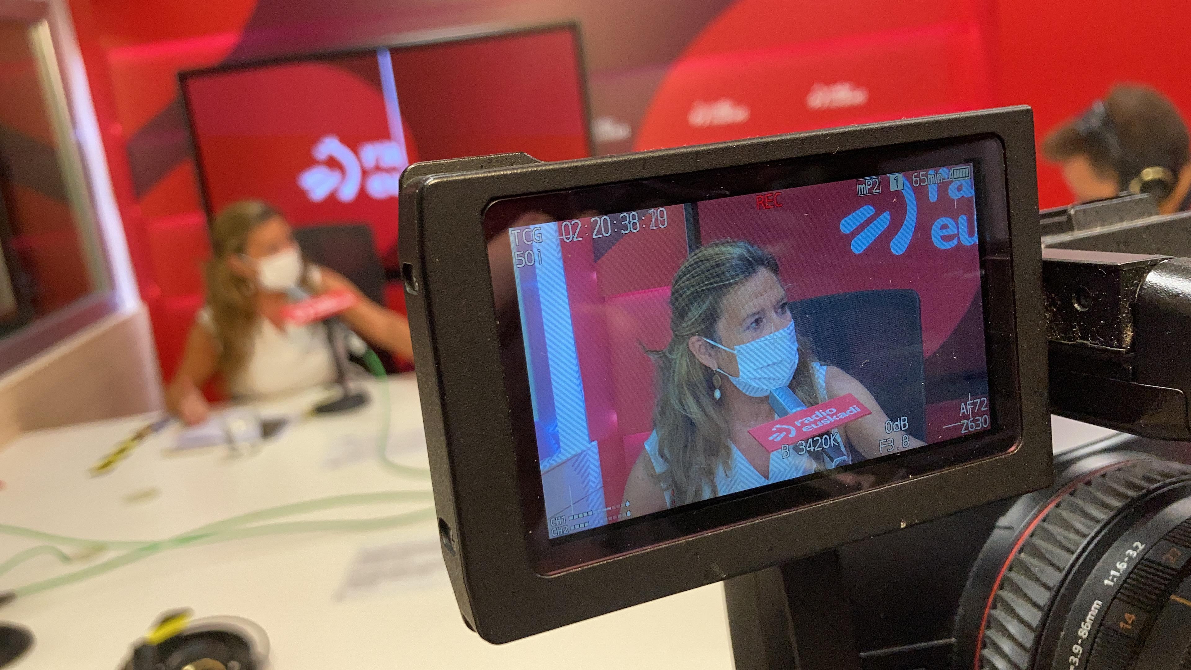 """Gotzone Sagardui: """"Hiru astetan Euskadin 12 urtetik gorako biztanleen % 90ek jarraibide osoa izango du"""" [26:30]"""