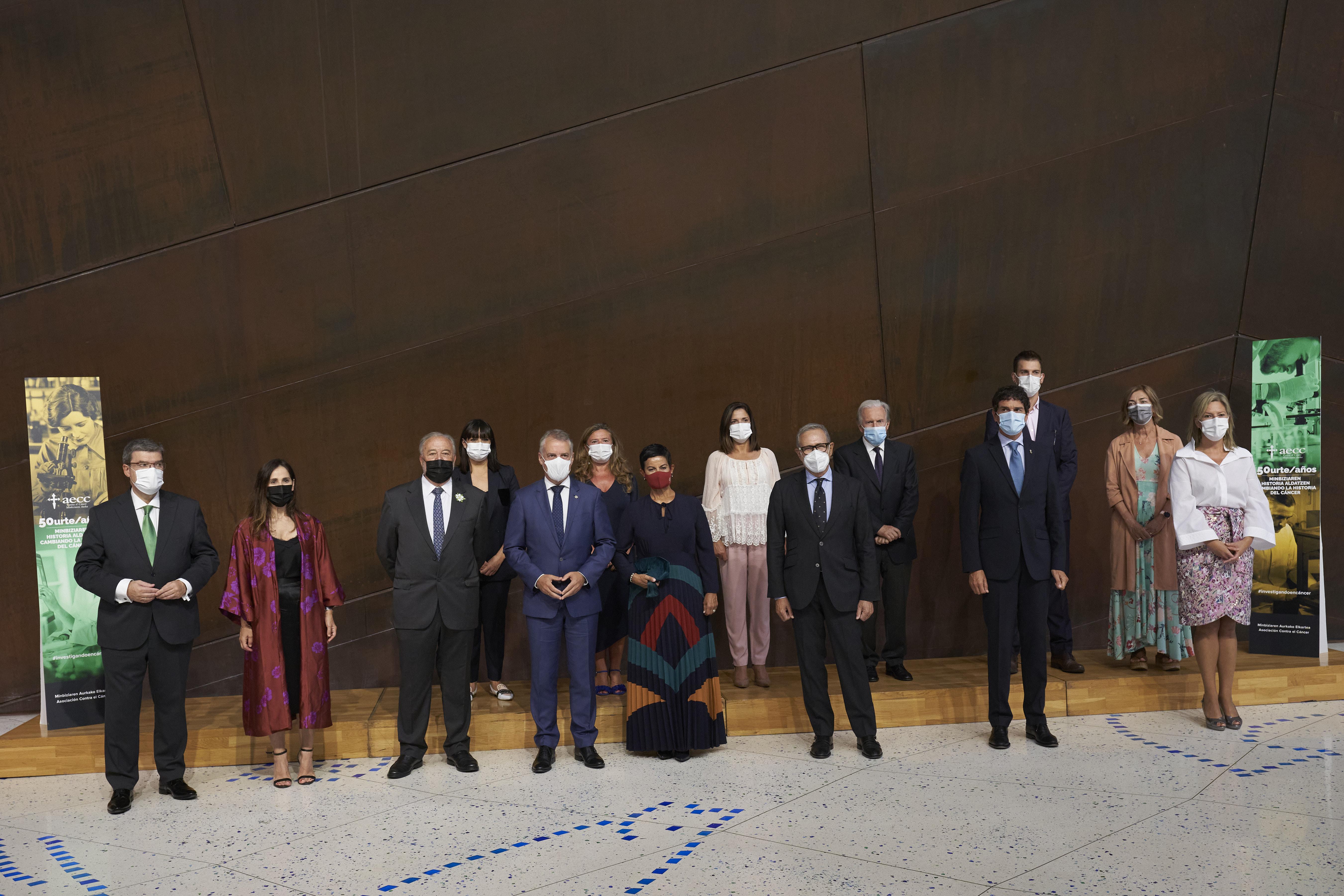 El Lehendakari asiste al concierto conmemorativo de  50 años trabajando por la investigación en cáncer [1:48]