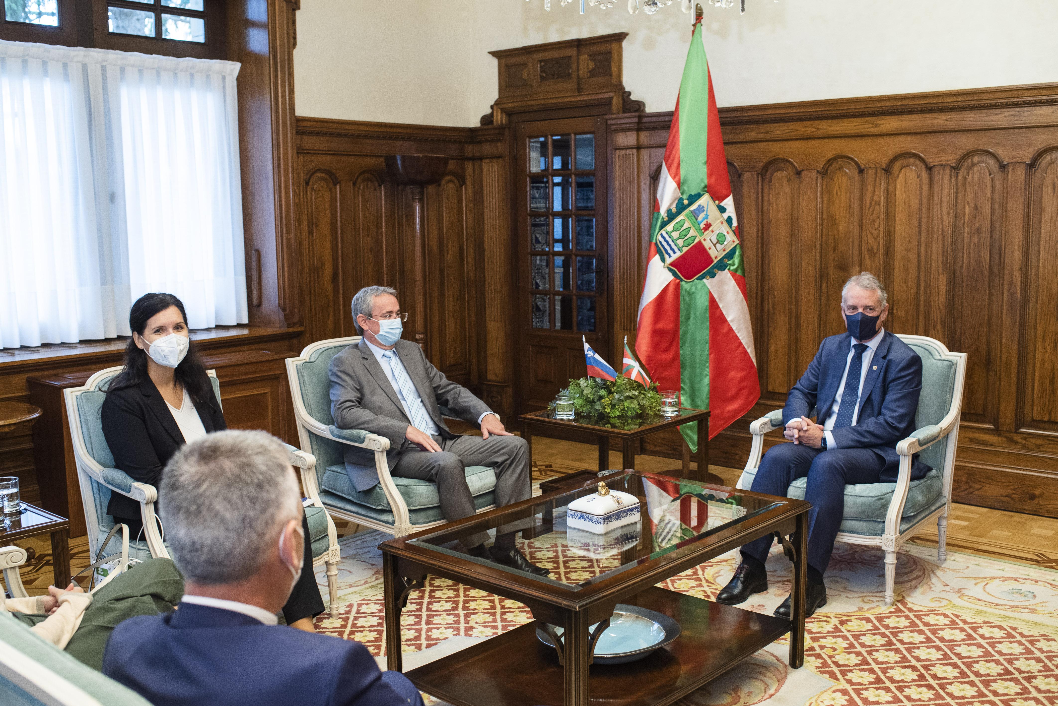 Embajador_eslovenia_ajuriaenea21-9-2021_usual-1404.jpg